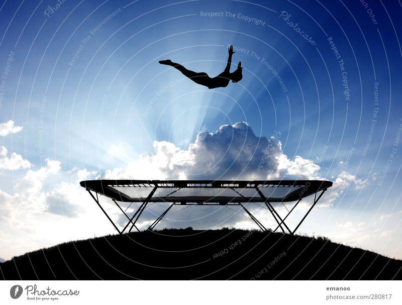 Luftsport Mensch Himmel Jugendliche blau Sommer Sonne Freude schwarz feminin Sport Junge Frau Bewegung Freiheit springen Stil