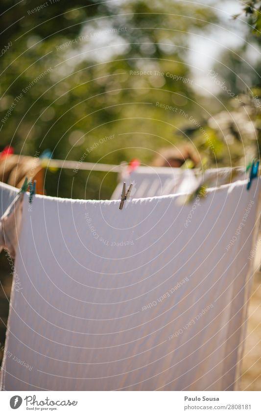 Wäschetrocknung im Freien Lifestyle Garten Natur Schönes Wetter Bekleidung hängen einfach frisch natürlich Sauberkeit trocken Klima nachhaltig