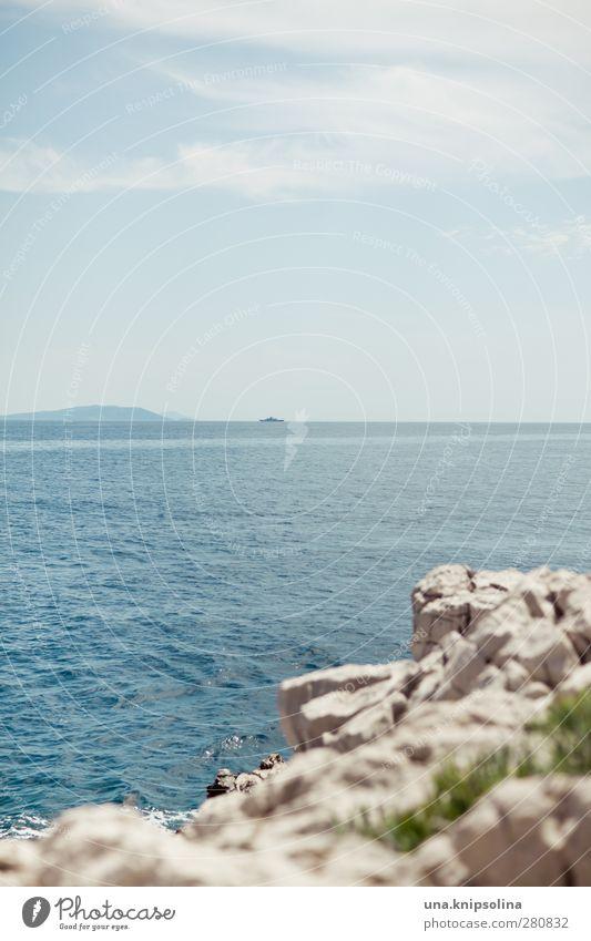 am meer blau Ferien & Urlaub & Reisen Sommer Meer Landschaft Ferne Umwelt Wärme Küste Horizont Felsen Wellen natürlich nass Idylle Sommerurlaub