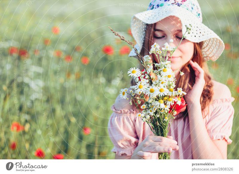 Frau Kind Mensch Natur Jugendliche Sommer Pflanze Farbe schön grün weiß Blume Freude Lifestyle Erwachsene Blüte
