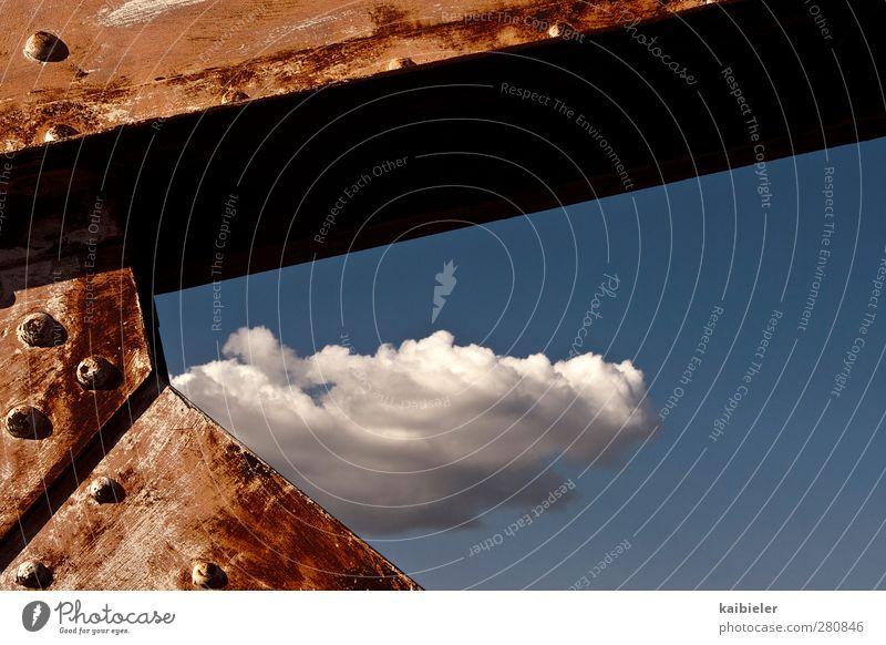 Heiter bis rostig Himmel blau alt rot Wolken Metall Wetter Schönes Wetter Brücke Ecke Vergänglichkeit historisch Verfall Rost eckig Geometrie