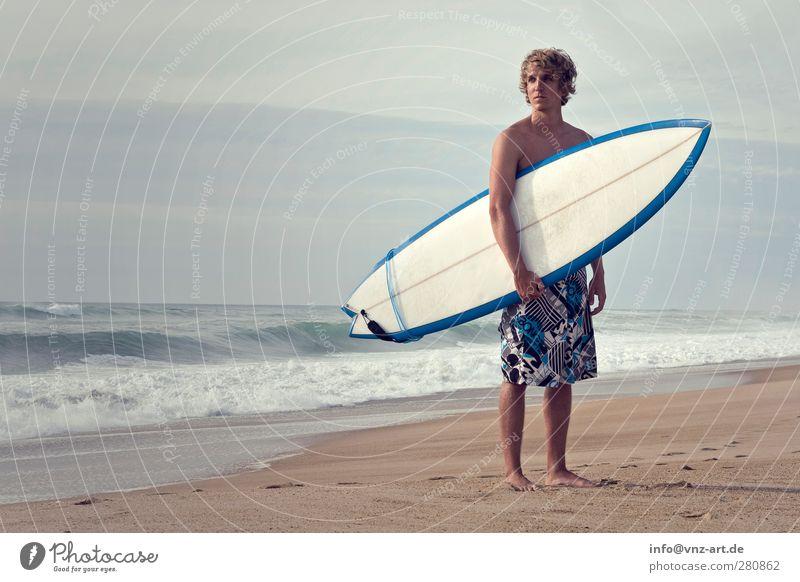 Surfer Mensch Jugendliche Wasser Ferien & Urlaub & Reisen Sommer Sonne Meer Freude Strand Erwachsene Leben Sport Sand Junger Mann 18-30 Jahre Körper