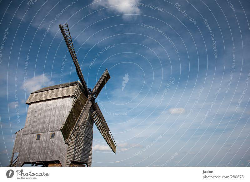 komm schon, wind. elegant Wohnung Müller Handwerk Windrad Mühle Windmühle Architektur Himmel Wolken Brandenburg Industrieanlage Sehenswürdigkeit Denkmal Holz