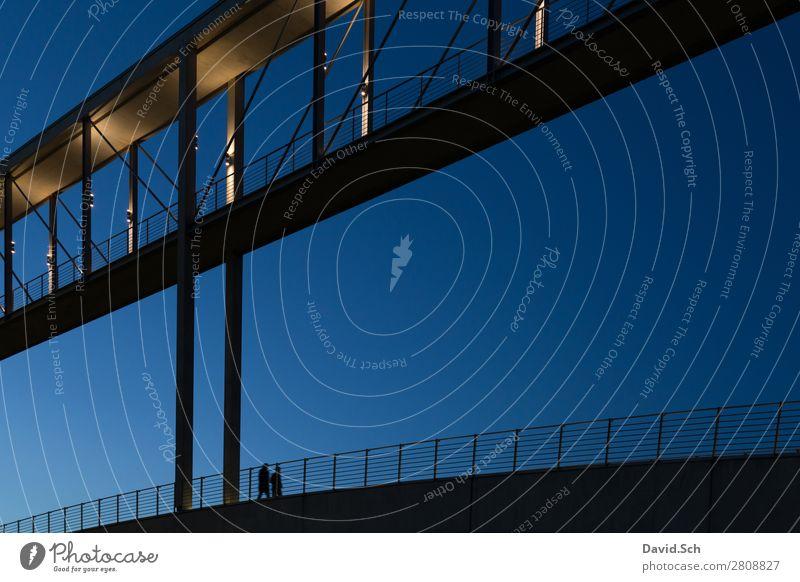 Spaziergänger auf dem Marie-Elisabeth-Lüders-Steg Tourismus Sightseeing Mensch Freundschaft Paar 2 Himmel Schönes Wetter Berlin Stadt Brücke Bauwerk Architektur