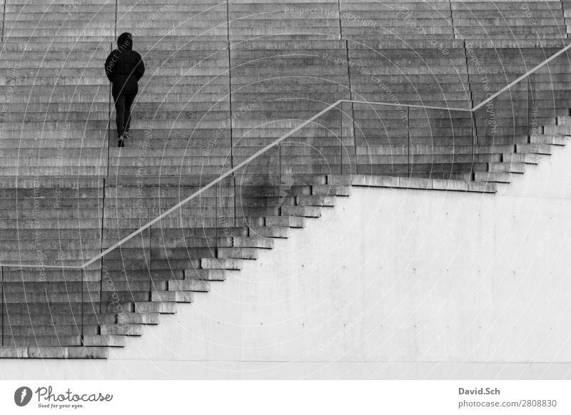 Eine Person geht eine Treppe hinauf Mensch 1 Berlin Stadt Bauwerk Gebäude Architektur Geländer Fußgänger Kapuze Jacke Stein Beton Glas Bewegung laufen modern
