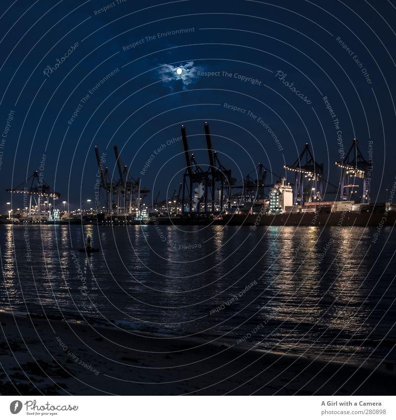 Grüße an meine Freunde aus Hamburch Hamburg Elbstrand Hafenstadt Skyline Industrieanlage Schiffswerft Arbeit & Erwerbstätigkeit dunkel Schichtarbeit Elbe Kran