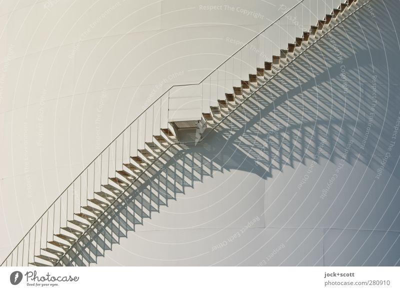 absteiger von Oben Silo Energiewirtschaft Speicher Treppe Metall Linie eckig lang modern weiß ästhetisch Symmetrie Wege & Pfade Treppengeländer Schattenspiel