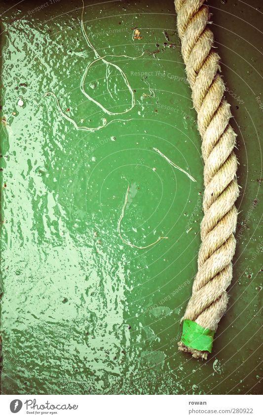 Tau Schifffahrt Kreuzfahrt Bootsfahrt Passagierschiff Fischerboot Sportboot Jacht Wasserfahrzeug Seil An Bord kalt nass grün Stabilität Farbfoto Außenaufnahme