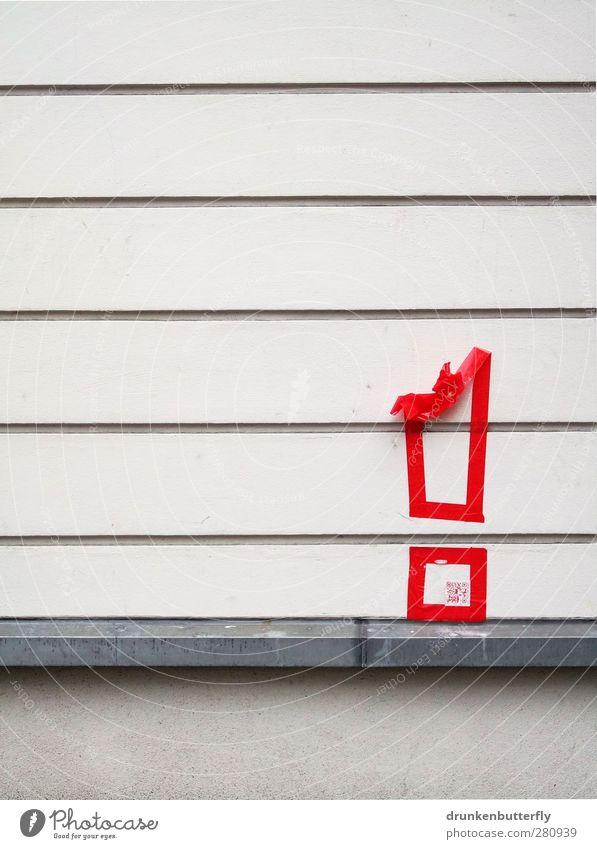 Achtung! Haus Dekoration & Verzierung Stein Metall Zeichen rot silber weiß Werbung Außenaufnahme Detailaufnahme Textfreiraum links Textfreiraum oben
