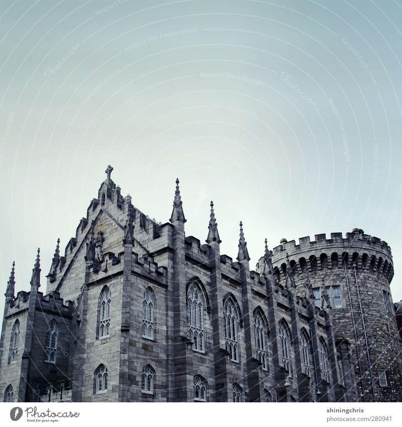 dublin castle Dublin Burg oder Schloss Sehenswürdigkeit Stein Erfolg Himmel Macht grau Turm Gedeckte Farben Außenaufnahme Menschenleer Textfreiraum oben