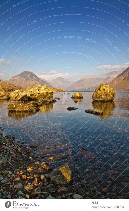 Jeder hat mal klein angefangen! blau Wasser Ferien & Urlaub & Reisen Sommer Umwelt Stein See Felsen Erde gold Schönes Wetter Seeufer Hügel Wolkenloser Himmel