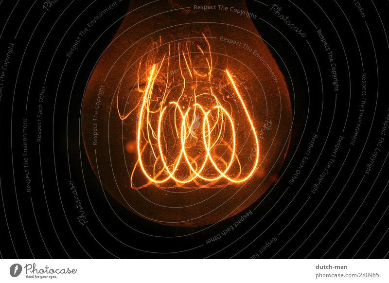 Glühbirnenfaden Lampe Macht Spirale Licht Knolle Draht glühend Glühdraht Farbfoto Nahaufnahme Detailaufnahme Menschenleer Freisteller Hintergrund neutral Nacht
