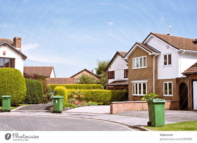 Englische Kleinstadt-Idylle Bournemouth England Stadt Stadtrand Menschenleer Haus Einfamilienhaus Bauwerk Gebäude Architektur Mauer Wand Fassade Garten Tür Dach