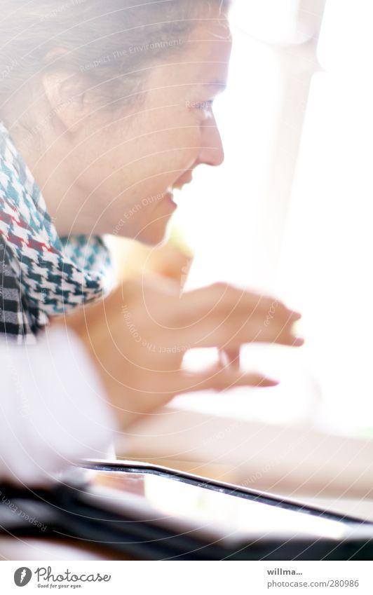 young woman touches tablet Jugendliche Junge Frau Hand Gesicht Leben sprechen Business Erfolg Kommunizieren Lächeln Computer Zukunft lernen Lebensfreude Bildung