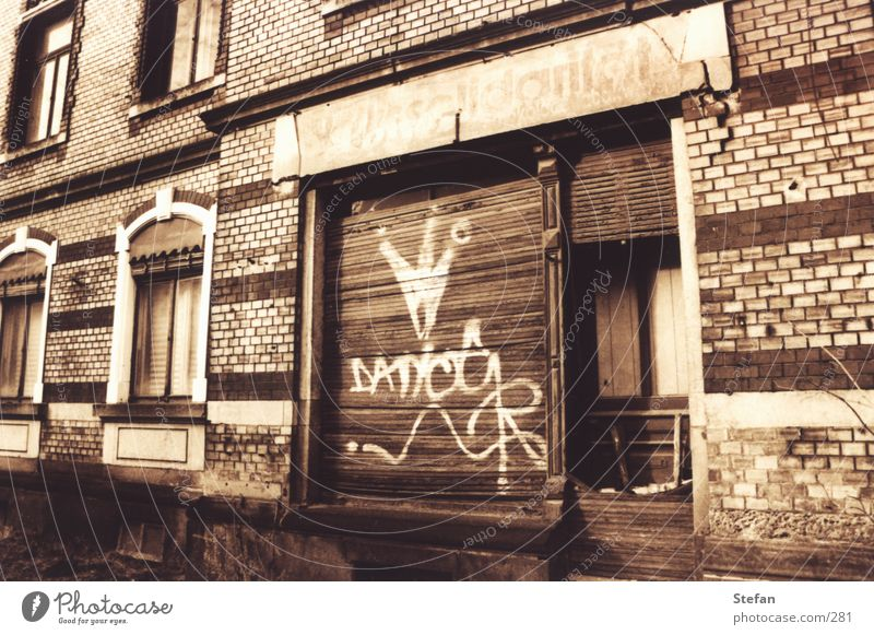 Für das Volk kaputt Dresden Ladengeschäft Verfall historisch DDR