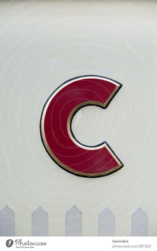 photo (C) ase Zeichen Schriftzeichen rot weiß großes C Lateinisches Alphabet Farbfoto Gedeckte Farben Außenaufnahme Menschenleer Tag