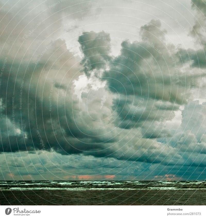 Sonnenuntergang für Optimisten Wasser Wolken dunkel Regen Wellen bedrohlich Landkreis Regen Nordsee trüb bedeckt