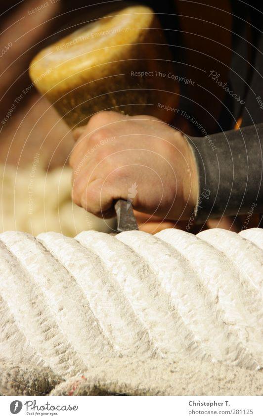 Unbenannt #2 Dekoration & Verzierung Ritterspiele Burg Rabenstein Arbeit & Erwerbstätigkeit Beruf Handwerker Arbeitsplatz Werkzeug Hammer Meissel maskulin Mann