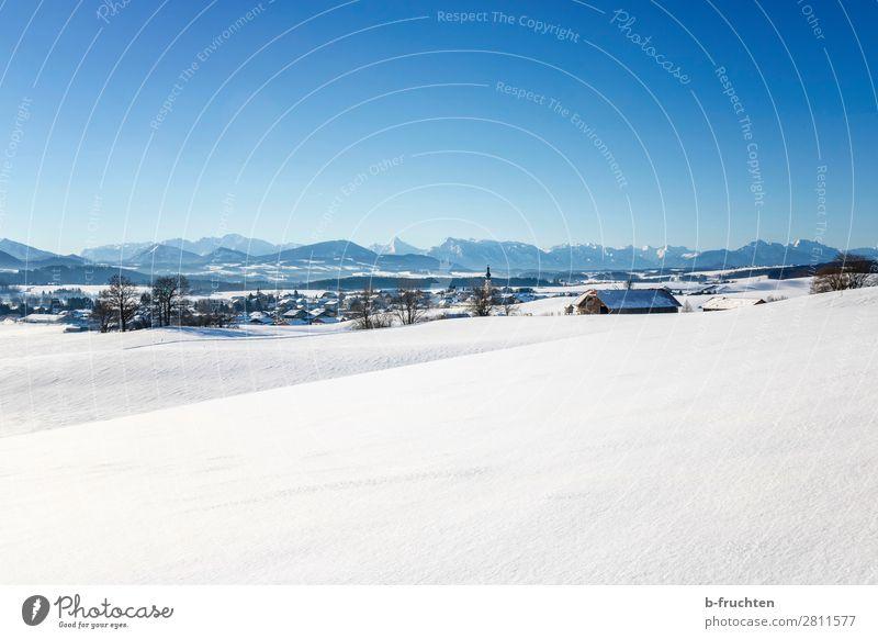 Winterlandschaft mit Gebirge, Österreich Landschaft Himmel Schönes Wetter Schnee Alpen Berge u. Gebirge Dorf Kirche Blick wandern Unendlichkeit schön Salzburg