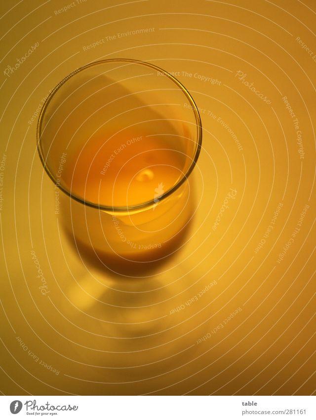 Prösterchen . . . Lebensmittel Süßwaren Ernährung Getränk Alkohol Spirituosen Likör Likörglas Eierlikör Glas Feste & Feiern Geburtstag genießen stehen trinken