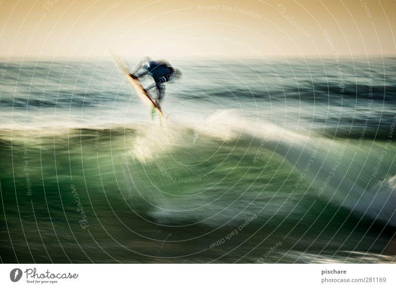Jump Freizeit & Hobby Sport Wassersport Sommer Wellen Meer springen Coolness exotisch sportlich Abenteuer Surfen Farbfoto Außenaufnahme Experiment Dämmerung