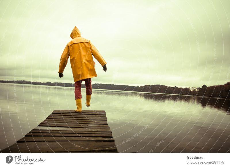 balance Mensch Mann Jugendliche Wasser Ferien & Urlaub & Reisen Landschaft Erwachsene gelb kalt Herbst Junger Mann See maskulin Ausflug gefährlich Abenteuer