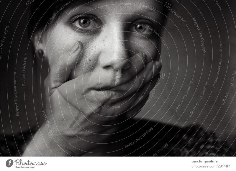 inner emigration II Mensch Frau Jugendliche Hand Erwachsene Gesicht dunkel Gefühle Traurigkeit 18-30 Jahre Stimmung außergewöhnlich Angst verrückt bedrohlich