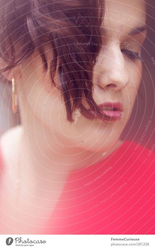 Femme fatale. feminin Junge Frau Jugendliche Erwachsene Kopf Haare & Frisuren Gesicht Nase Mund Lippen 1 Mensch 18-30 Jahre Sinnesorgane rot brünett Haarsträhne