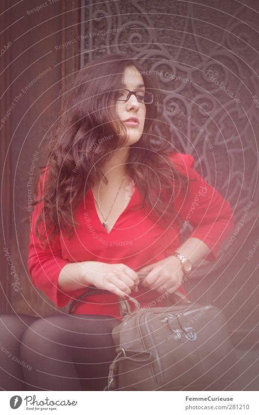 Girl in a red dress. Mensch Frau Jugendliche Junge Frau rot 18-30 Jahre Erwachsene feminin Stil Lifestyle braun Tür elegant sitzen warten Brille