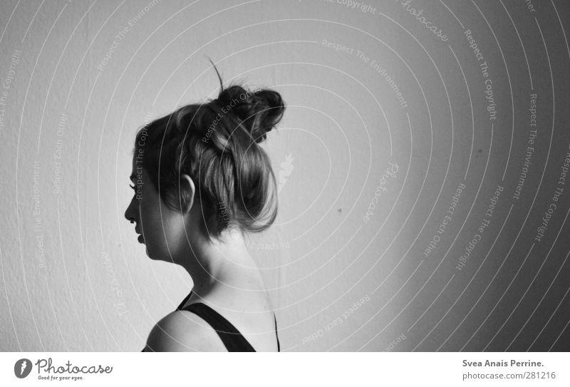 tapetenliebe. Mensch Jugendliche Erwachsene Gesicht Wand feminin Junge Frau Haare & Frisuren Mauer Kopf Traurigkeit träumen 18-30 Jahre außergewöhnlich Rücken