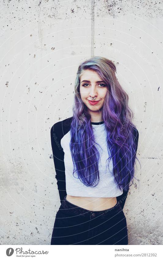 Coole junge Frau mit blauem Haar schön Haare & Frisuren Gesicht Freiheit Mensch feminin Junge Frau Jugendliche Erwachsene 1 18-30 Jahre Jugendkultur Punk