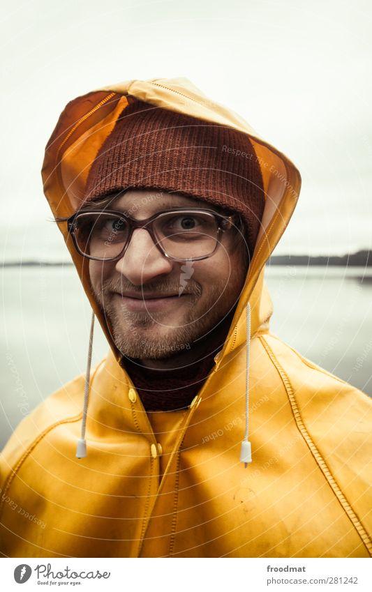 rainman maskulin Junger Mann Jugendliche Erwachsene 1 Mensch Wasser Herbst Winter Wetter schlechtes Wetter Wind Regen See Schutzbekleidung Brille Mütze brünett