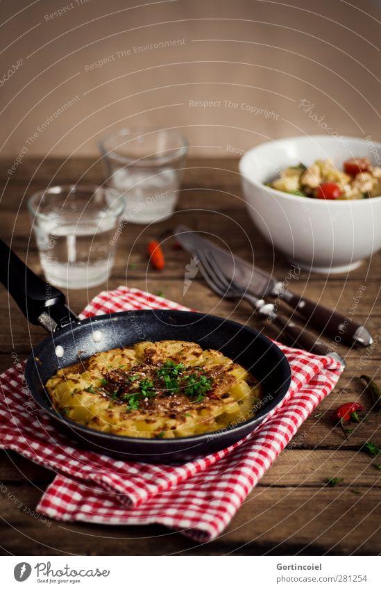 Tortilla Glas Lebensmittel Trinkwasser Ernährung Getränk Kräuter & Gewürze lecker Messer Schalen & Schüsseln Foodfotografie Salat Salatbeilage Besteck Gabel rustikal Holztisch
