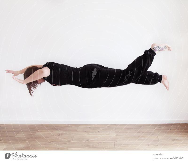 schwerelos im Raum Mensch Frau Jugendliche Freude schwarz Erwachsene feminin Sport Junge Frau Gefühle Körper fliegen Fliege Politische Bewegungen Tattoo Schweben