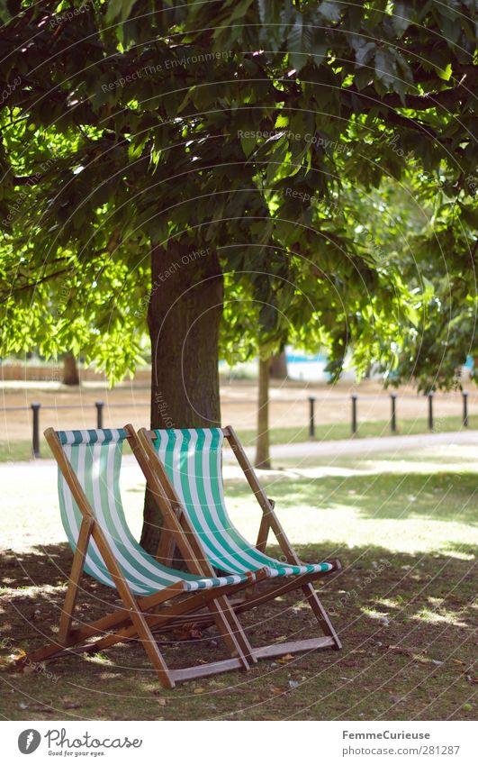 TiMe To ReLaX. Freizeit & Hobby Sommerurlaub Sonnenbad Zufriedenheit Erholung Natur Hyde Park Liegestuhl grün weiß Sonnenstrahlen Baum Schatten herbstlich Zaun