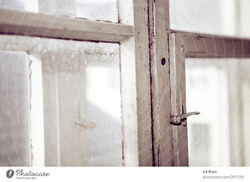 durchblick Stil Innenarchitektur Wohnzimmer Altstadt Menschenleer Hütte Fenster Fensterscheibe Fensterkreuz Fensterrahmen eckig historisch trashig Design
