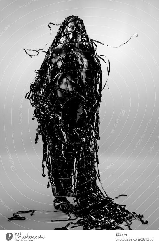 Metamorphose III elegant Stil maskulin Junger Mann Jugendliche 1 Mensch 18-30 Jahre Erwachsene Skulptur Medien Filmindustrie Video stehen träumen Wachstum