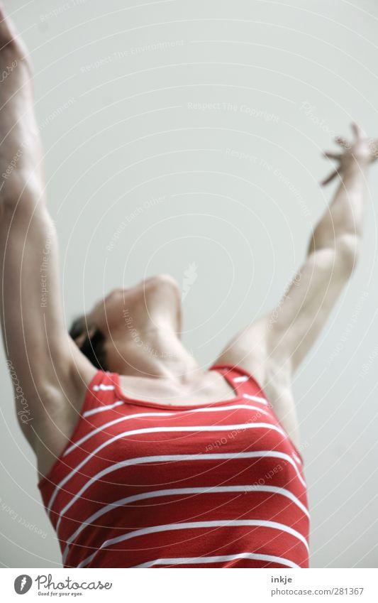 Feieraaaabend! Yeah! Lifestyle Stil Freude sportlich Leben Wohlgefühl Freizeit & Hobby Feste & Feiern Tanzen Erfolg Frau Erwachsene Oberkörper Frauenoberkörper
