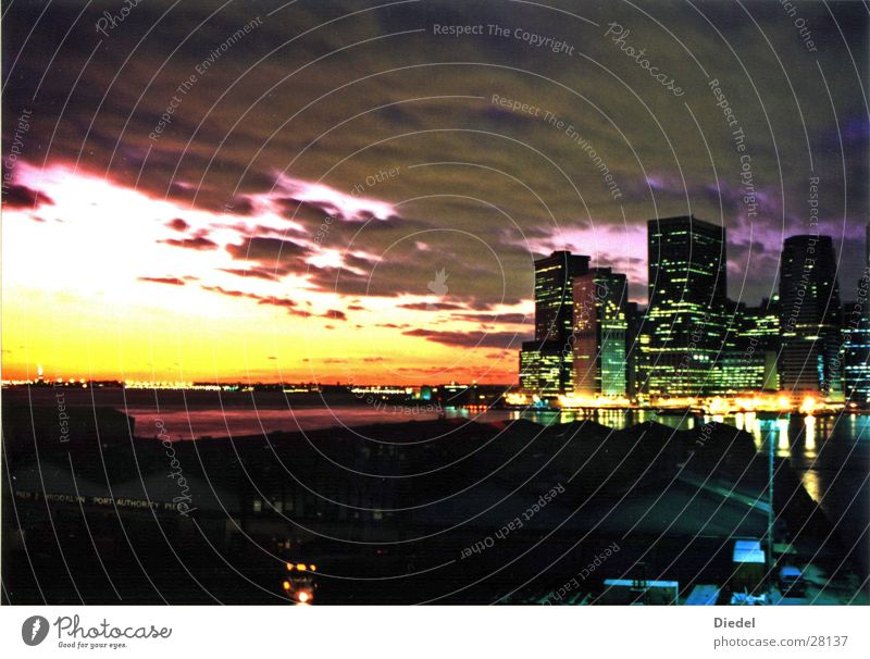 NY Sunset III New York City Sonnenuntergang Wolken Nordamerika Skyline Hafen
