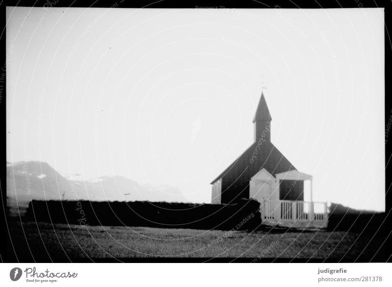 Island Natur Snæfellsnes Kirche Bauwerk Gebäude dunkel kalt Stimmung Glaube Religion & Glaube Schwarzweißfoto Außenaufnahme Menschenleer