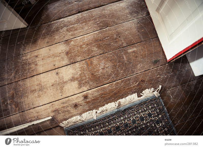 Alle Richtungen Häusliches Leben Dachboden Tür Holz alt authentisch einfach trocken braun Bodenbelag Maserung Astloch Dielenboden abgelaufen Holzfußboden