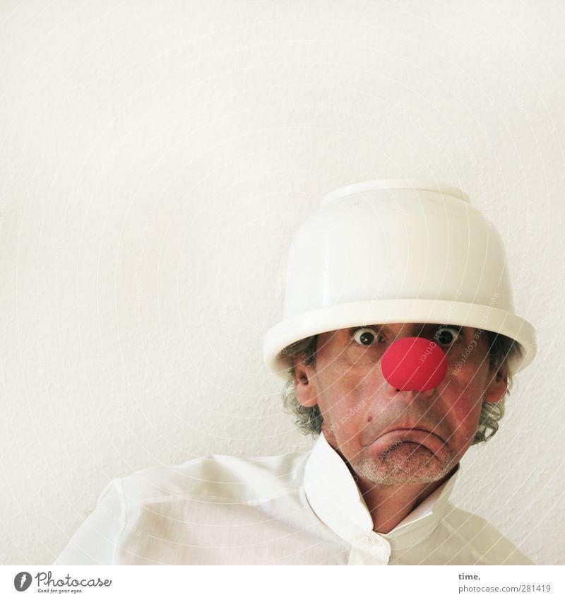 Prognosen eher negativ ... maskulin Kopf 1 Mensch Theaterschauspiel Clown Hemd Hut rote Nase Rührschüssel beobachten entdecken Blick außergewöhnlich Neugier