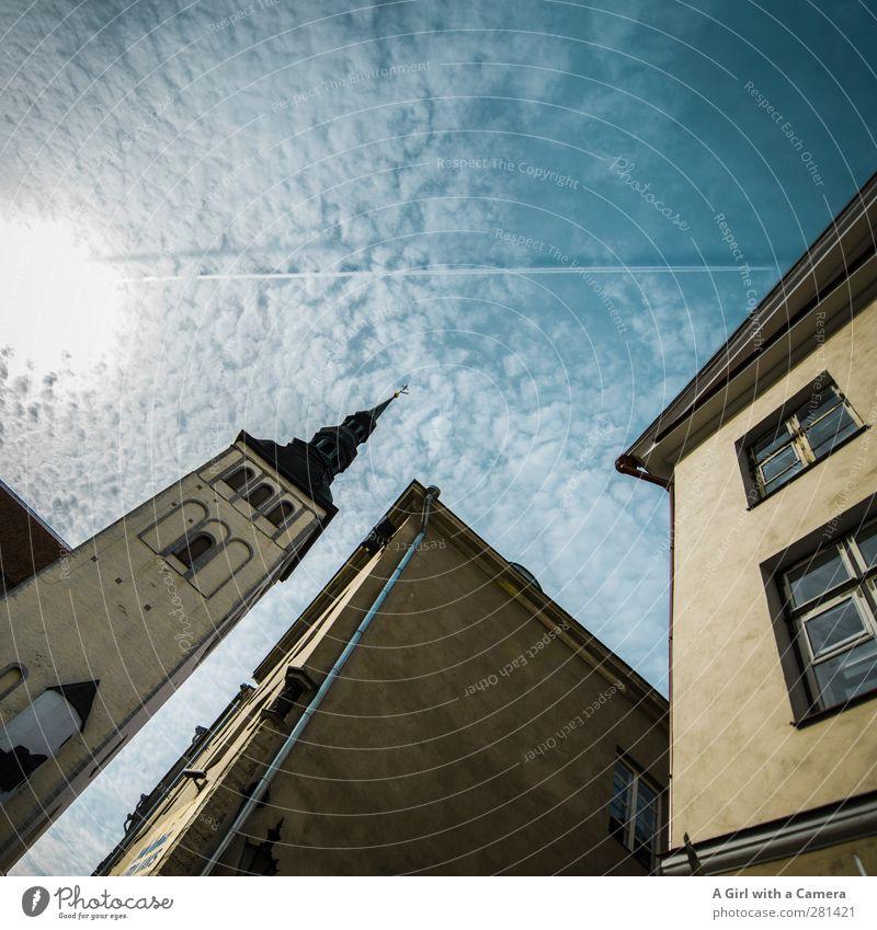 Estonian alt Wolken Haus Architektur Gebäude Fassade hoch authentisch Kirche Schönes Wetter Turm Bauwerk historisch Sehenswürdigkeit Hauptstadt Marktplatz
