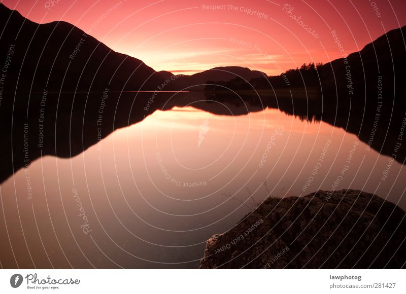 Schöner Sonnenuntergang bei Buttermere Natur Landschaft Wasser Himmel Nachthimmel Sonnenaufgang Sonnenlicht Sommer Schönes Wetter Seeufer schön Symmetrie