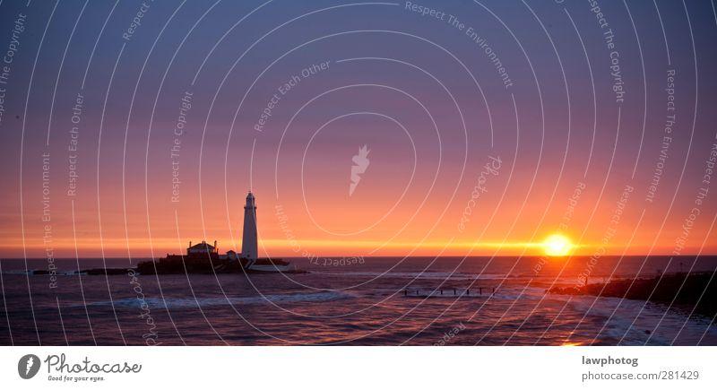 Sonnenuntergang am Leuchtturm von St. Mary's Natur Landschaft Himmel Wolkenloser Himmel Sonnenaufgang Sonnenlicht Sommer Strand Bucht Meer schön Farbfoto