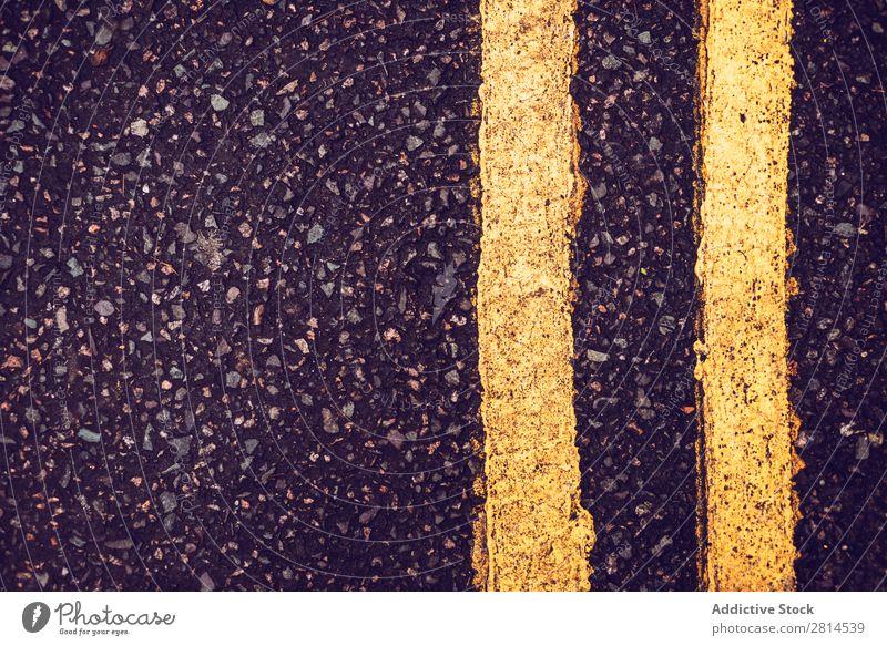 Nahaufnahme der Straßenmarkierung Hintergrundbild Markierung Asphalt Hautfalten Verkehr Ferien & Urlaub & Reisen Geschwindigkeit Autobahn Richtung gelb Ausflug