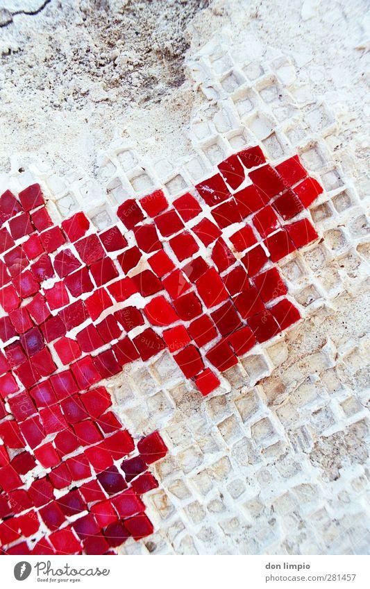 mosaik Mauer Wand Fassade Stein Beton eckig klein nah grau rot Mosaik Zerstörung Verfall verfallen alt Farbfoto Detailaufnahme Muster Textfreiraum oben