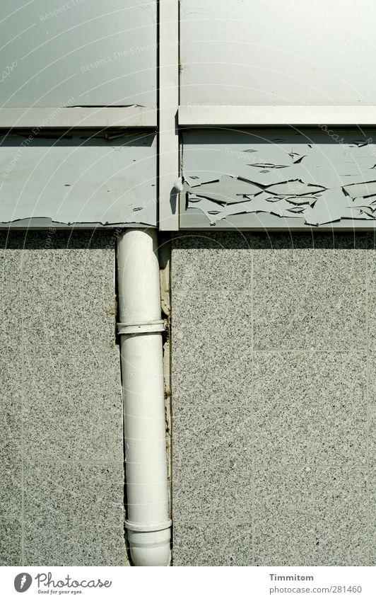 Krumme Dinger | Handwerkskunst Haus grau Stein Fassade Kunststoff verfallen Neigung Röhren Verzweiflung anstrengen komplex Entschlossenheit Steinplatten Abflussrohr