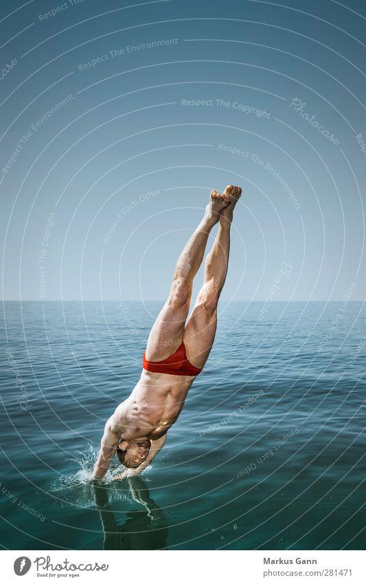Sprung Lifestyle Wellness Leben Erholung Sommer Meer Sport Wassersport Mensch maskulin Junger Mann Jugendliche Erwachsene Badehose Schwimmen & Baden springen