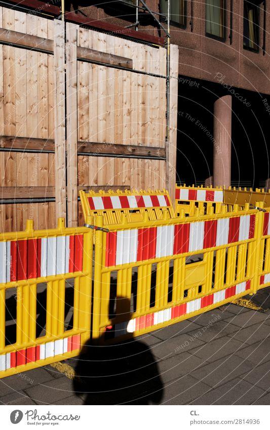 barriere Baustelle Mensch 1 Stadt Gebäude Verkehrswege Fußgänger Wege & Pfade Verkehrszeichen Verkehrsschild Barriere Hinweisschild Warnschild Identität Schutz